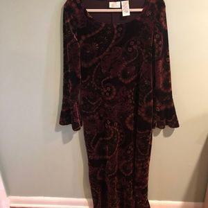 Kathie Lee Collection velour printed dress w/purse. Size Large.